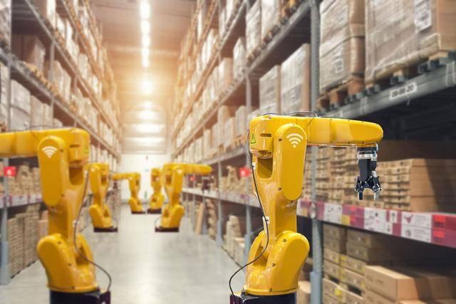 机器人时代来了!企业加码物流机器人,明星资本入