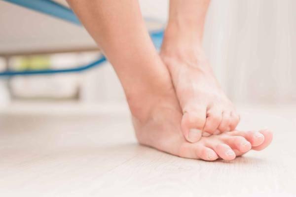 脚气让人饱受其苦,提醒:治疗脚气有妙招,这几个小方法可以一试
