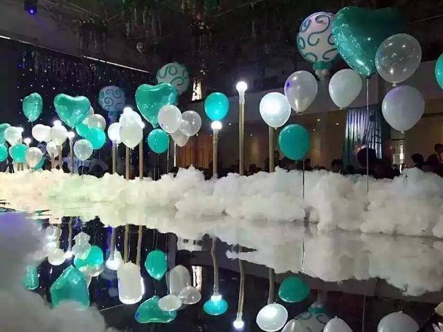 婚房氣球怎么固定在墻上?教你怎么固定在頂上