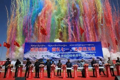 青藏铁路不冻泉站正式启运 可可西里、三江源国家公园、昆仑山近在眼前!