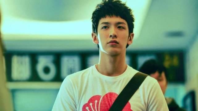 柯震东新电影首映,哭着说自己在努力勇敢,网友:不能接受