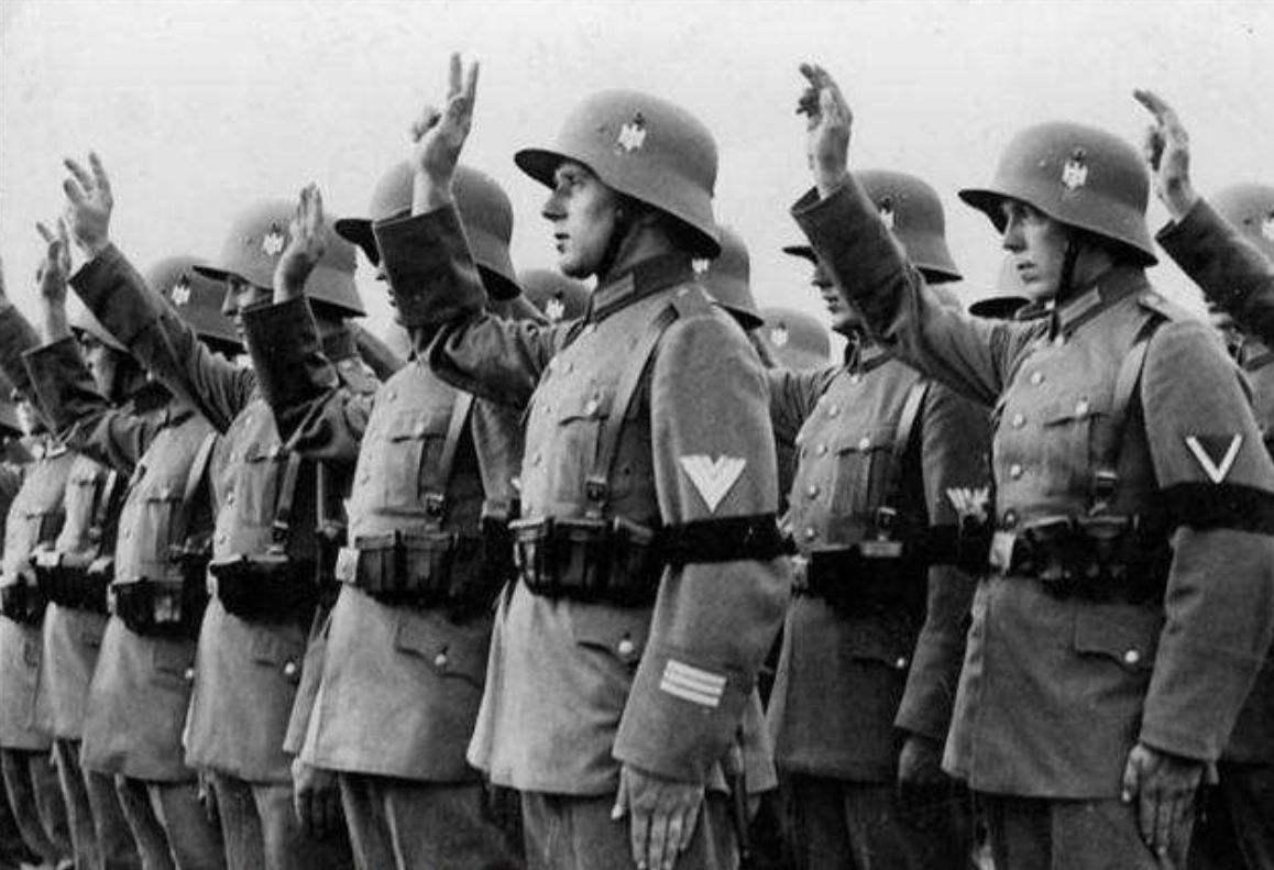 希特勒双线作战,是为打破英国希望,却被苏联坦克一路打到柏林