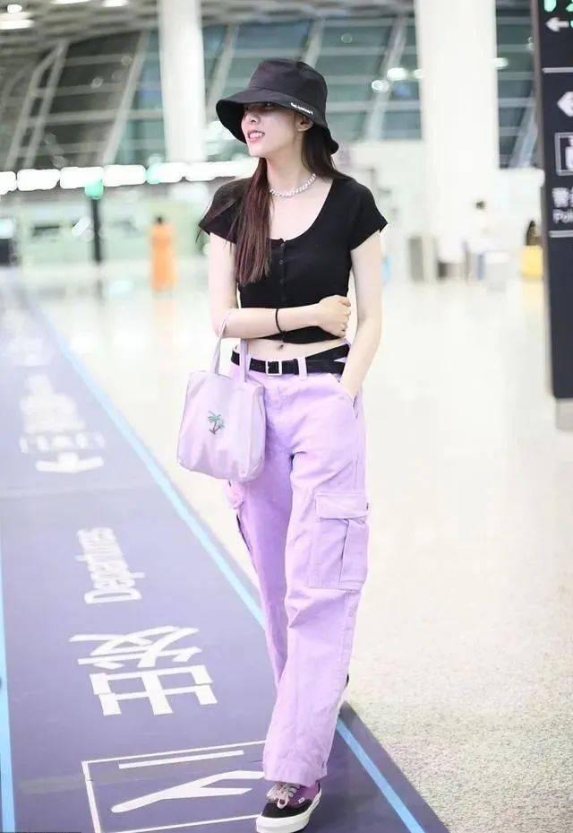 和紫色搭配的3种颜色(上衣紫色下身配什么)
