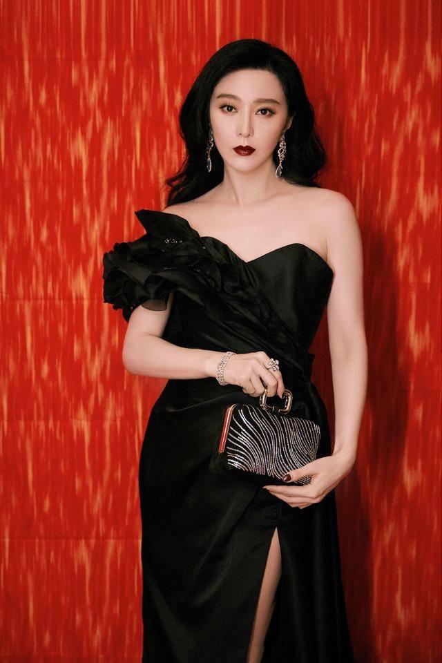 华鼎奖现场太冷清 范冰冰穿黑色长裙烈焰红唇 成为最大焦点 时尚家庭 第3张