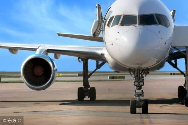 飞机随身可以带两个包吗(坐飞机可以托运多少公斤的行李)插图(2)