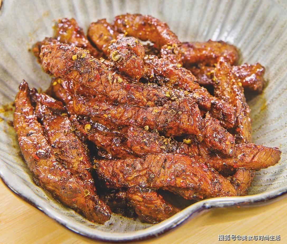 在家做牛肉干,用炒锅就可以,口感筋道,鲜香入味,跟买的一样好