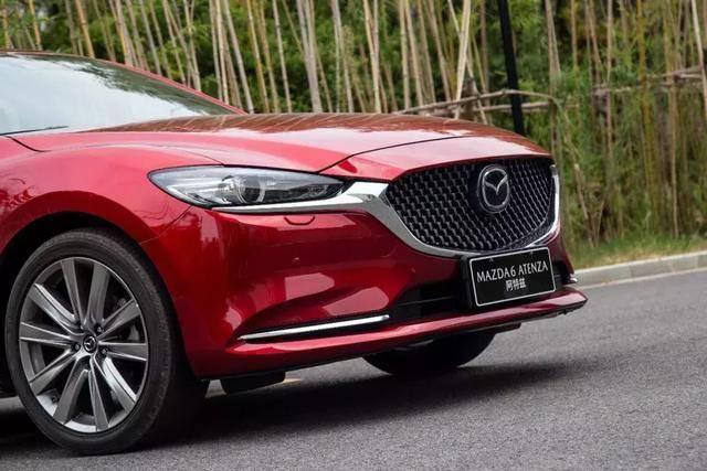原厂马自达生产了一款高价值的B级车,长度近4.9米,油耗6.3L,是国家六大标准