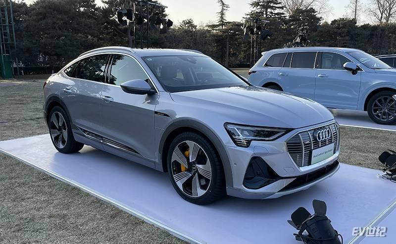 原设计采用后滑式,奥迪e-tron Sportback亮相