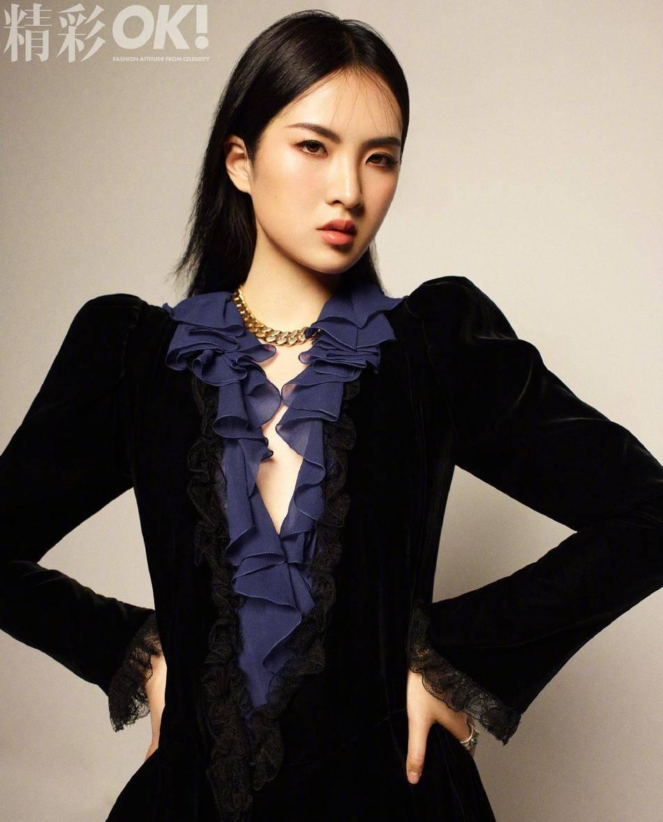 原《破碎公主》姚安娜拍了杂志大片,豪华风格轮番变化,姿态略显僵硬