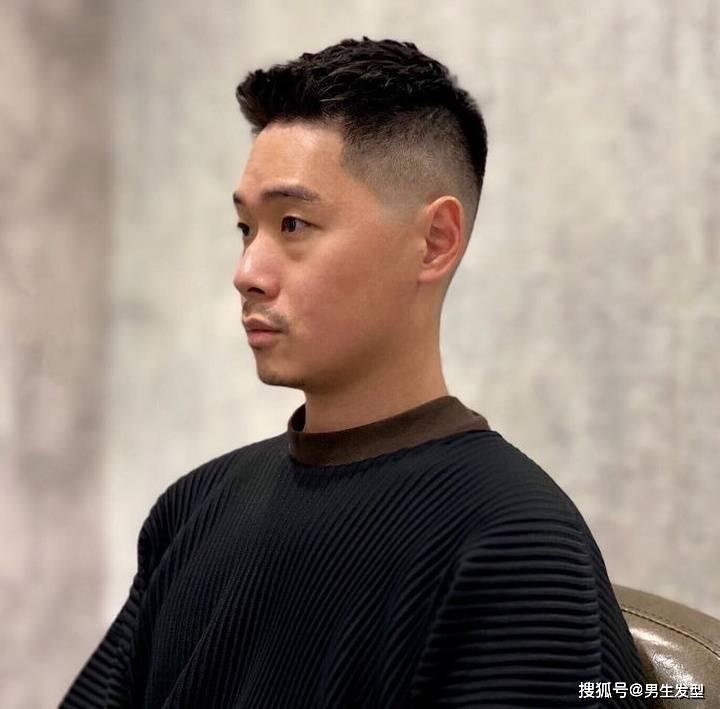 适合35岁以上男士的发型,清爽硬朗,剪完帅气有魅力