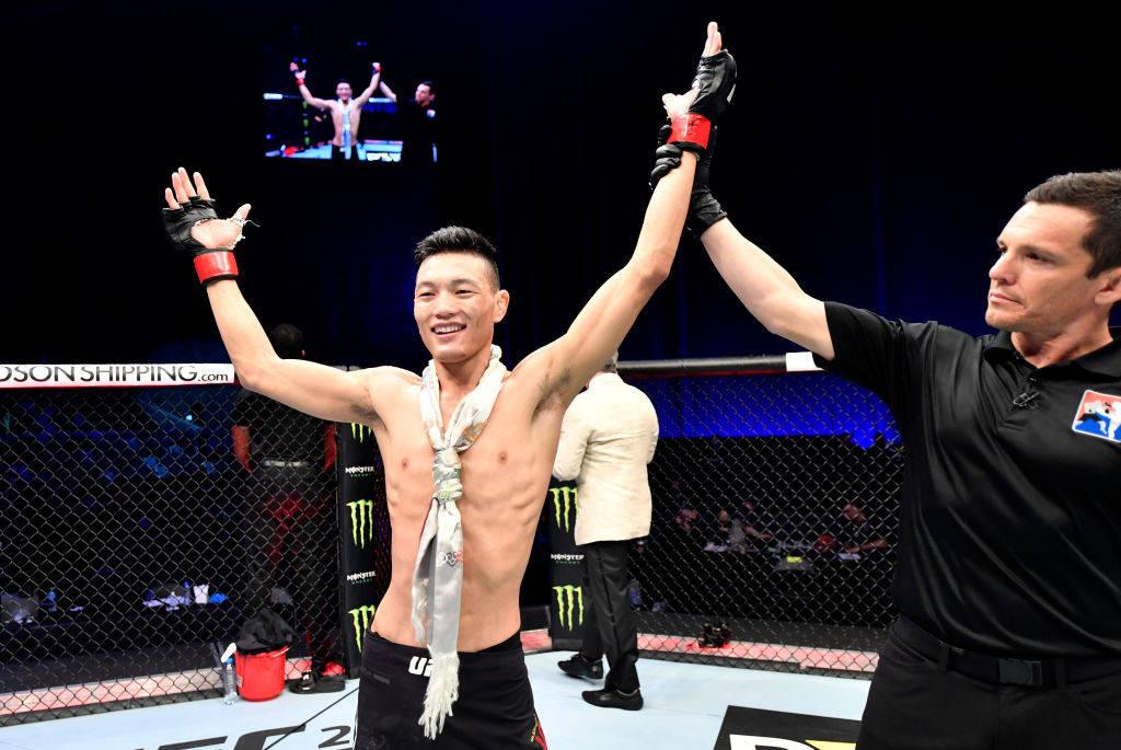 苏木达尔基一致判定击败对手 藏族雄鹰两月内取UFC连胜