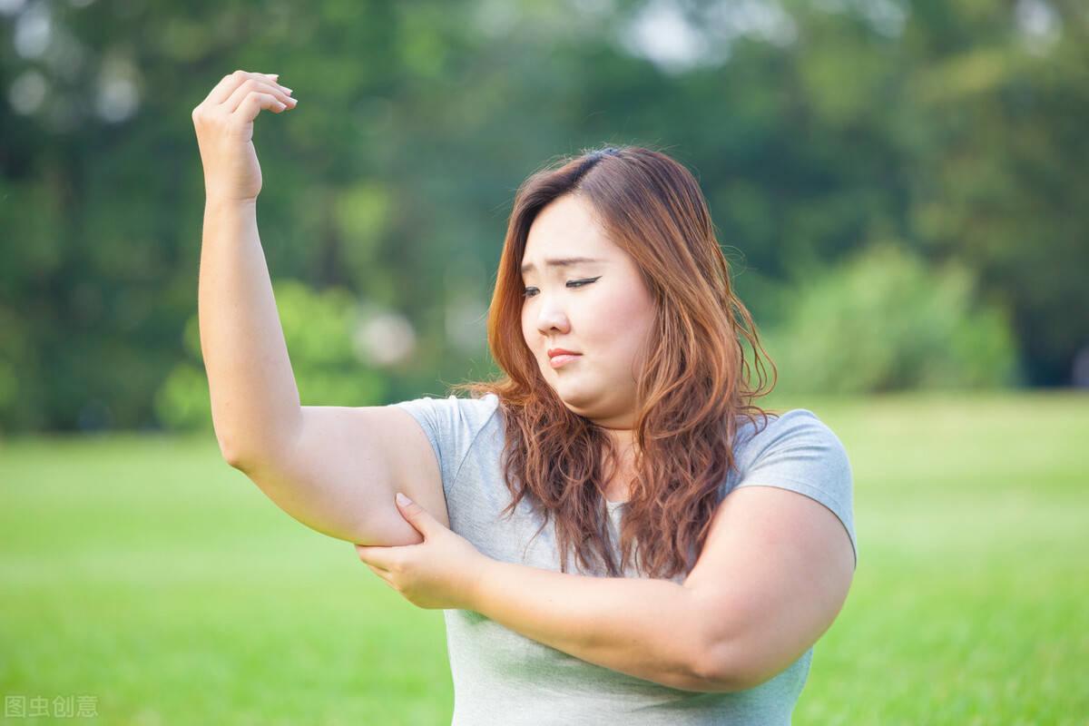 减肥的关键:降低卡路里摄入,提高卡路里消耗,减掉身上多余赘肉