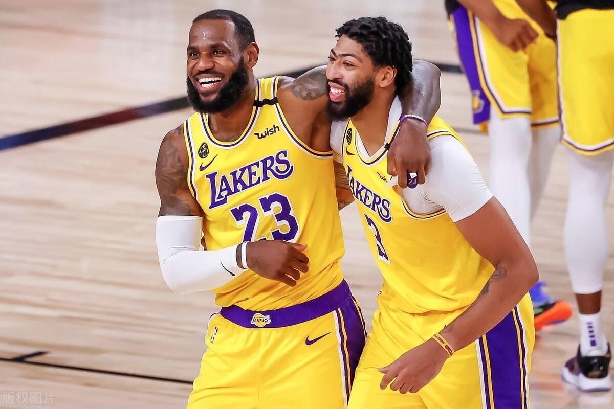 原创             NBA综述:湖人力克雄鹿,爵士豪取7连胜,勇士爆冷不敌尼克斯