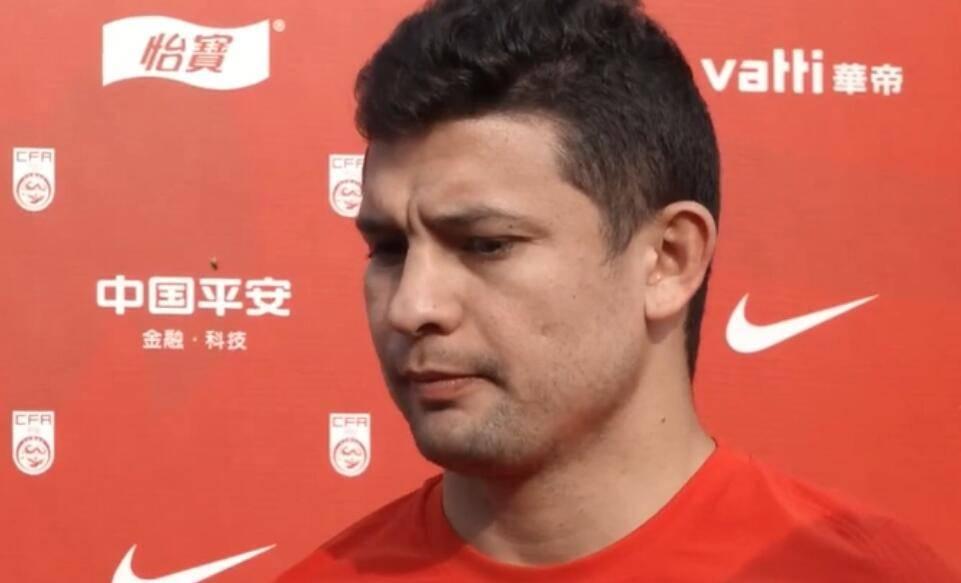 艾克森:阿兰没参加集训很遗憾 期待今年为国足进球