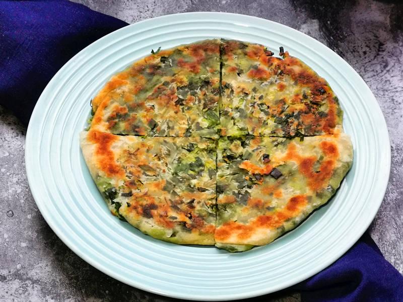 葱油饼吃腻了,来试试用韭菜做馅料,外皮香酥内馅鲜嫩真香