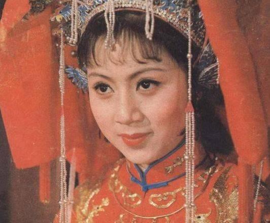 《西游记》最贵女演员,导演租飞机请她,今与大16岁丈夫低调恩爱