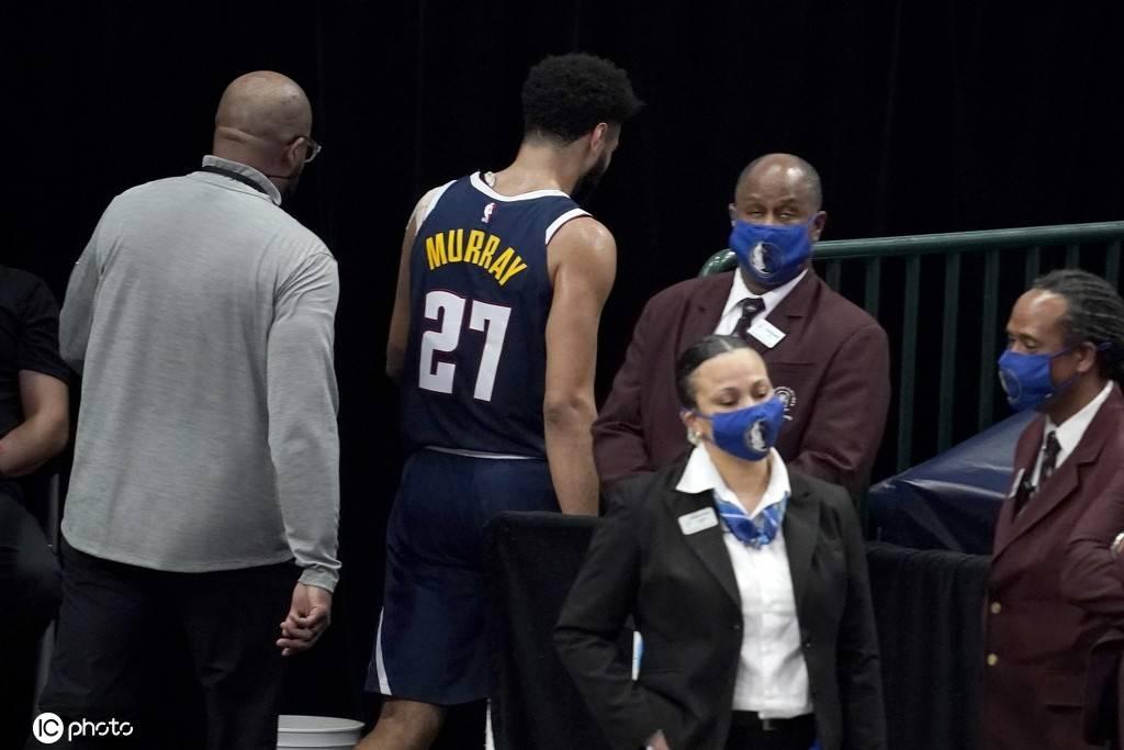 NBA官方宣告,对掘金队后卫贾马尔-穆雷处以2.5万美元的罚款
