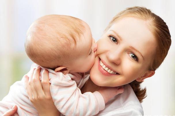 宝宝处于长牙期 是否继续母乳喂养?如何缓解喂养疼痛