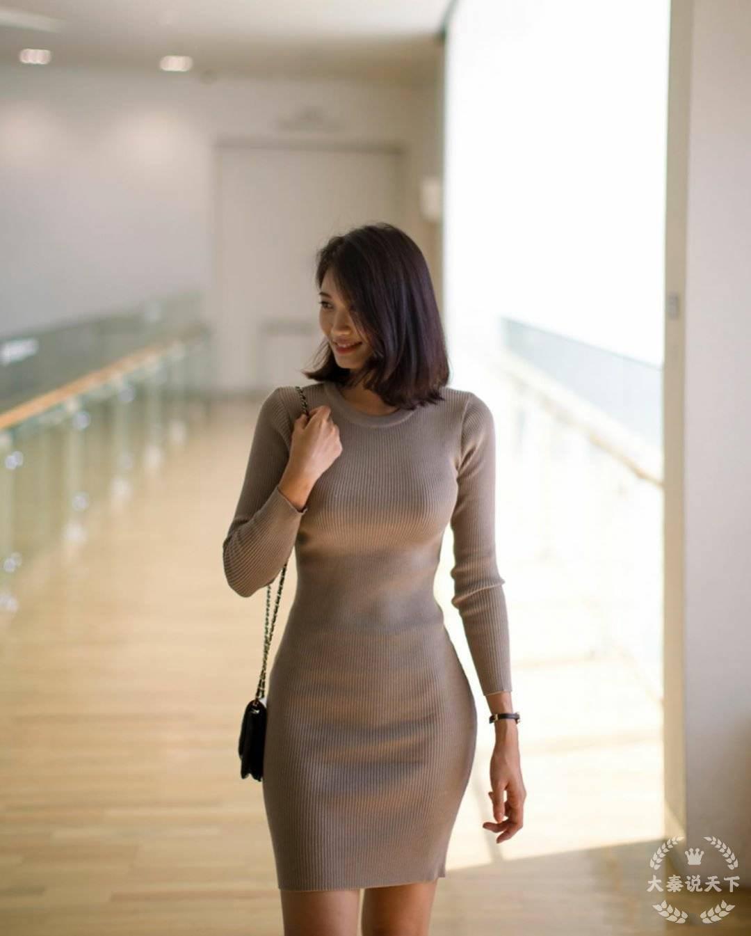 车模包臀裙呈现曼妙身材