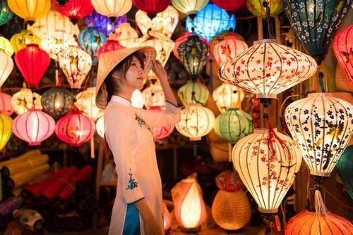 越南旅游晚上住店时,千万不要给当地女孩开门,游客:开了就花钱