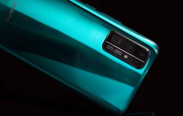 跌至3399元,麒麟990+8GB,30个月不卡顿的5G旗舰已濒临退场