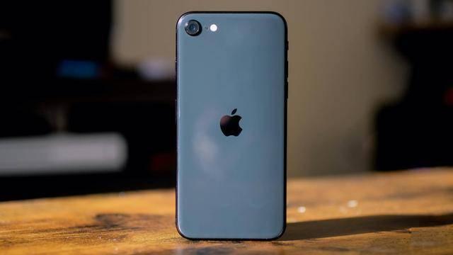 直降500元,新款苹果手机推迟发布,旧款iPhone却已提前加速退场