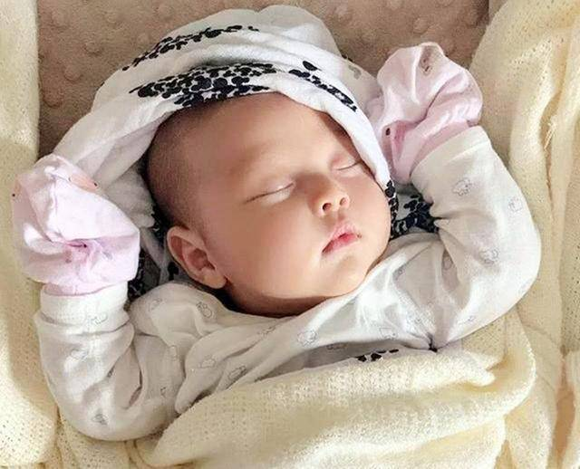 宝宝出生后穿连体衣还是穿分体衣?这件小事有大讲究,要弄清楚