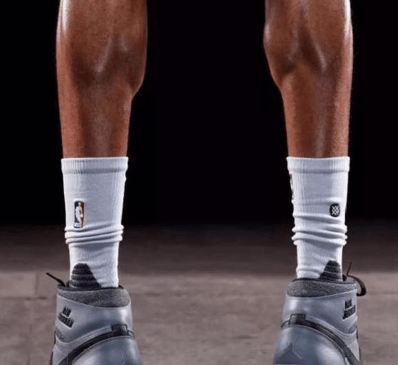 体坛那些非人类身材:卡洛斯大腿,伦纳德手掌,泰森脖子都是肌肉