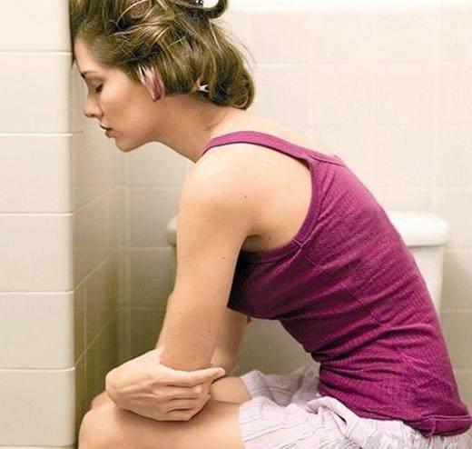 顺产妈妈产后尝试坐一坐,有利于排尿!