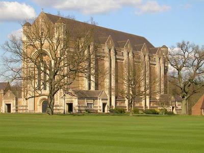 英国留学:选学校还是选专业呢?综合排名和专业排名选哪个更好?