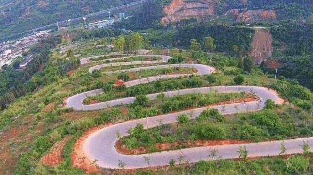 中国最意外公路,为节约资金绕了68道弯,却一不小心成世界奇迹