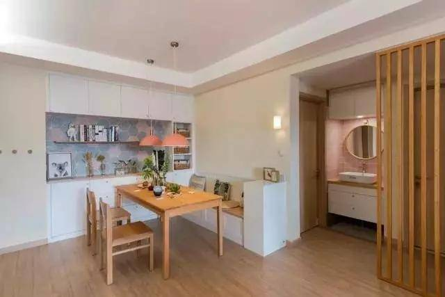 110平三房,全屋装修漂亮极了,一进门发现鞋柜太实用!