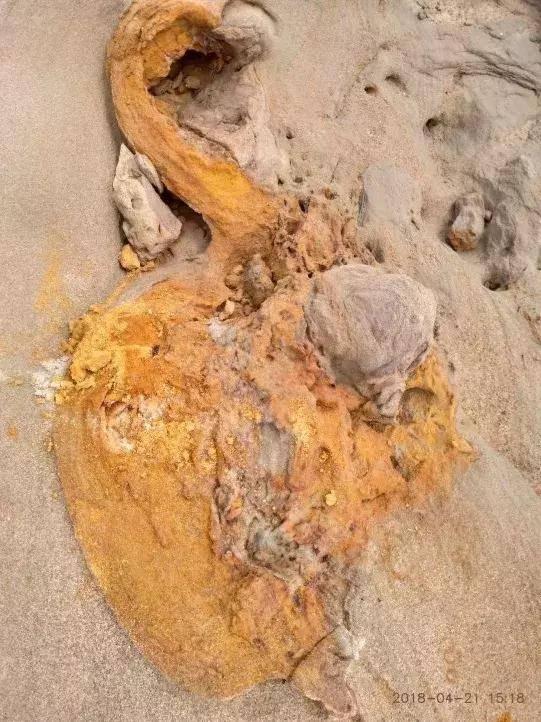 距今15万年,百米铁管贯穿山体,白公山外星人遗址,至今未解