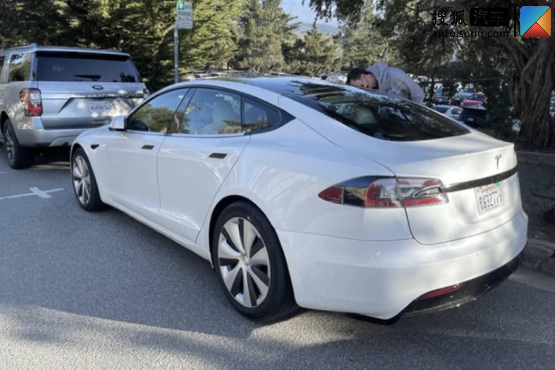 车身宽度增加/保留传统方向盘 新款特斯拉Model S原型车谍照曝光