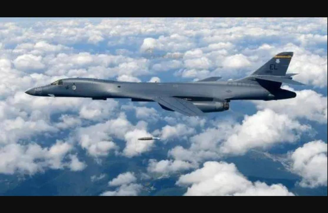 B1B轰炸机刚升空就被雷达锁定,苏27立即拦截,敢越界就击落