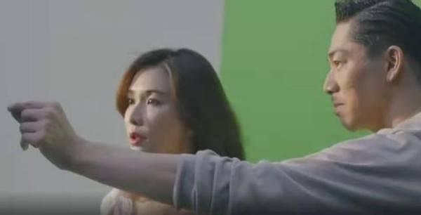 林志玲夫妇合拍广告,她穿方领白裙难掩圆润身材,老公油头很霸气