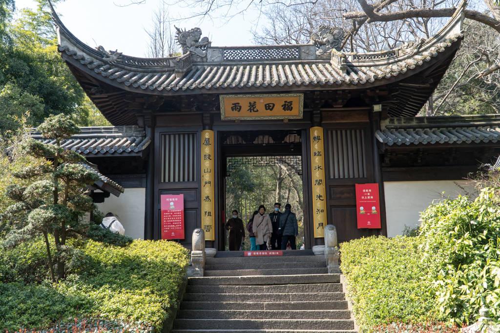 在杭州灵隐寺隔壁,还有个免门票的永福寺,少有人知却值得一去