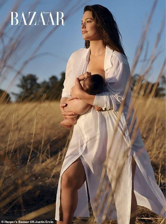 英国190斤超模阿什莉再突破,产后登杂志封面,哺乳儿子大气唯美
