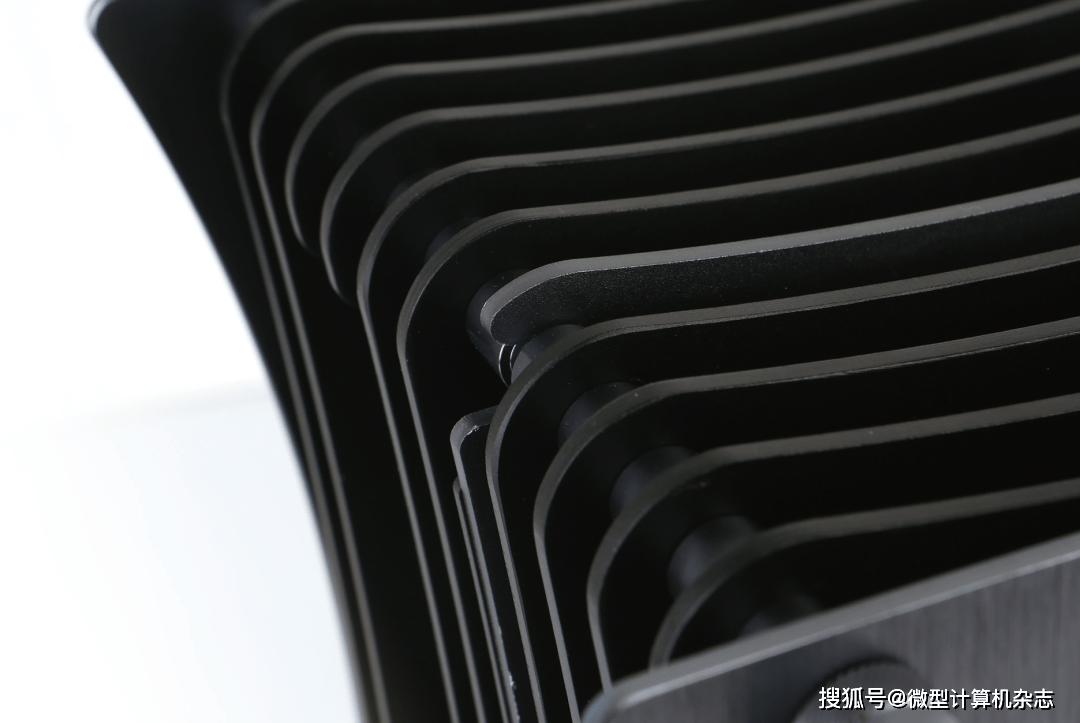 你还别不信!这款ITX机箱能轻松塞下360mm水冷和RTX 3090
