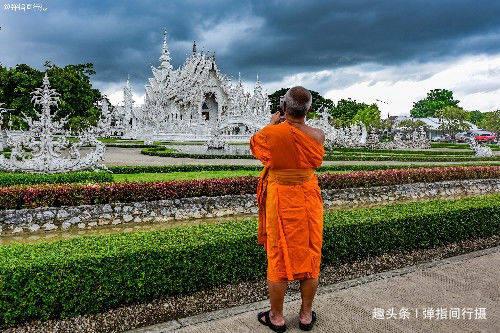 """泰国""""最梦幻""""的白庙,耗资10亿泰铢打造,美如天宫里的琼楼玉宇"""