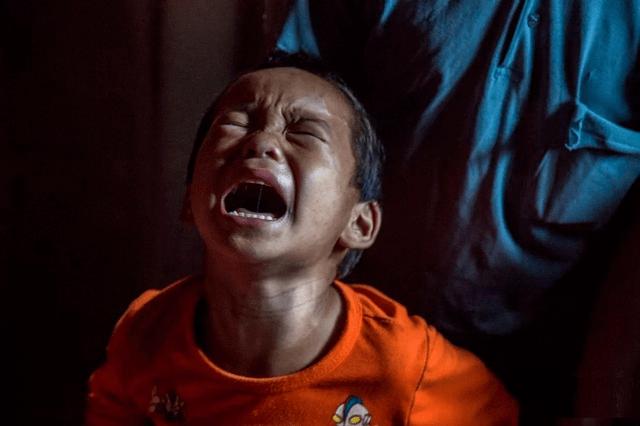 两岁的孩子,顺着他才不哭闹,必须打才能教育好吗?