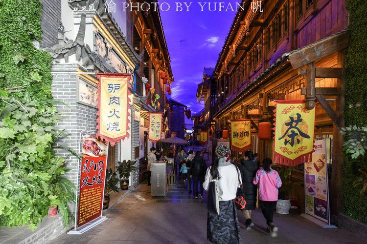 青海有一条融合56个民族的文化旅游街,逛一次全国美食皆可尝遍