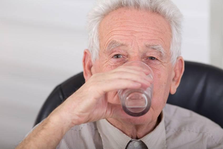 """是否长寿,喝水便知!喝水出现4个""""异常"""",或有大病靠近"""