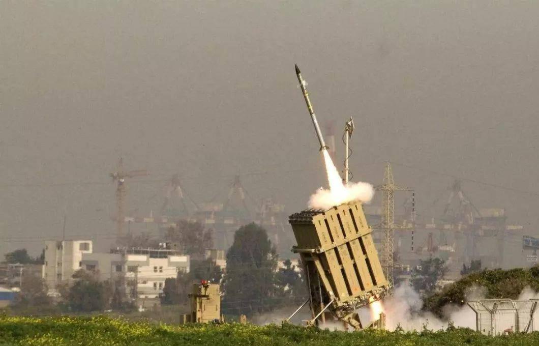 以色列空中防线失守,伊朗重型火箭弹命中目标,美国拒绝援救