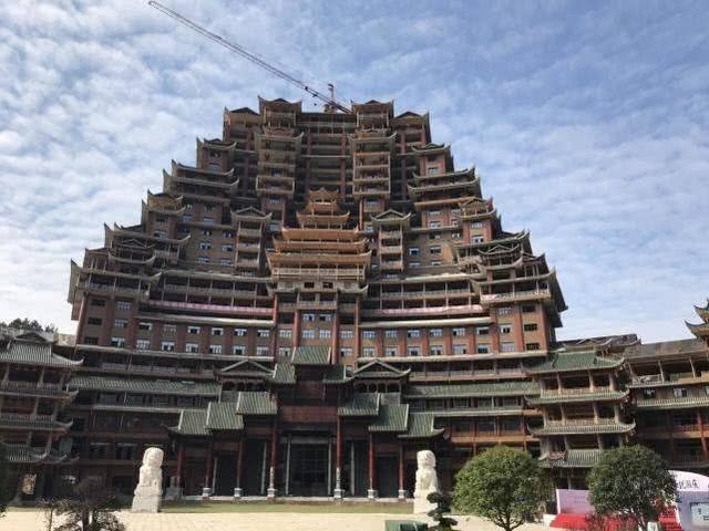 贵州一座神奇的建筑,耗资2亿建成,高达百米却没用一颗螺丝钉