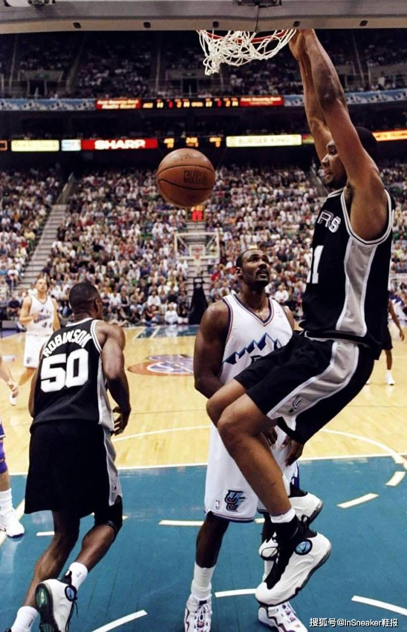 """原创             外型咄咄逼人!¾全掌气垫""""钢铁"""",邓肯初入联盟的首款篮球鞋"""