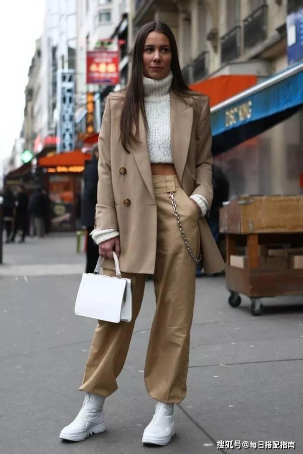 """别再穿阔腿裤了,今年春天流行这""""3条""""裤子,显高显瘦又时髦"""