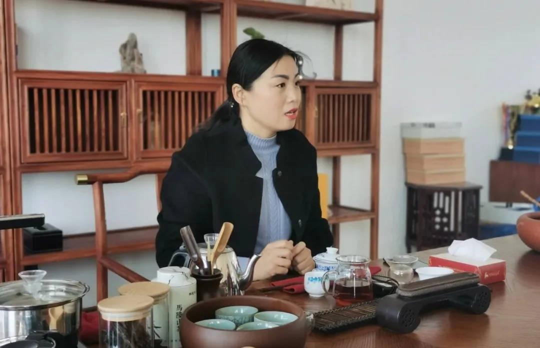 与吕梁山一见钟情后,她义无反顾的留在了徐州,为什么?