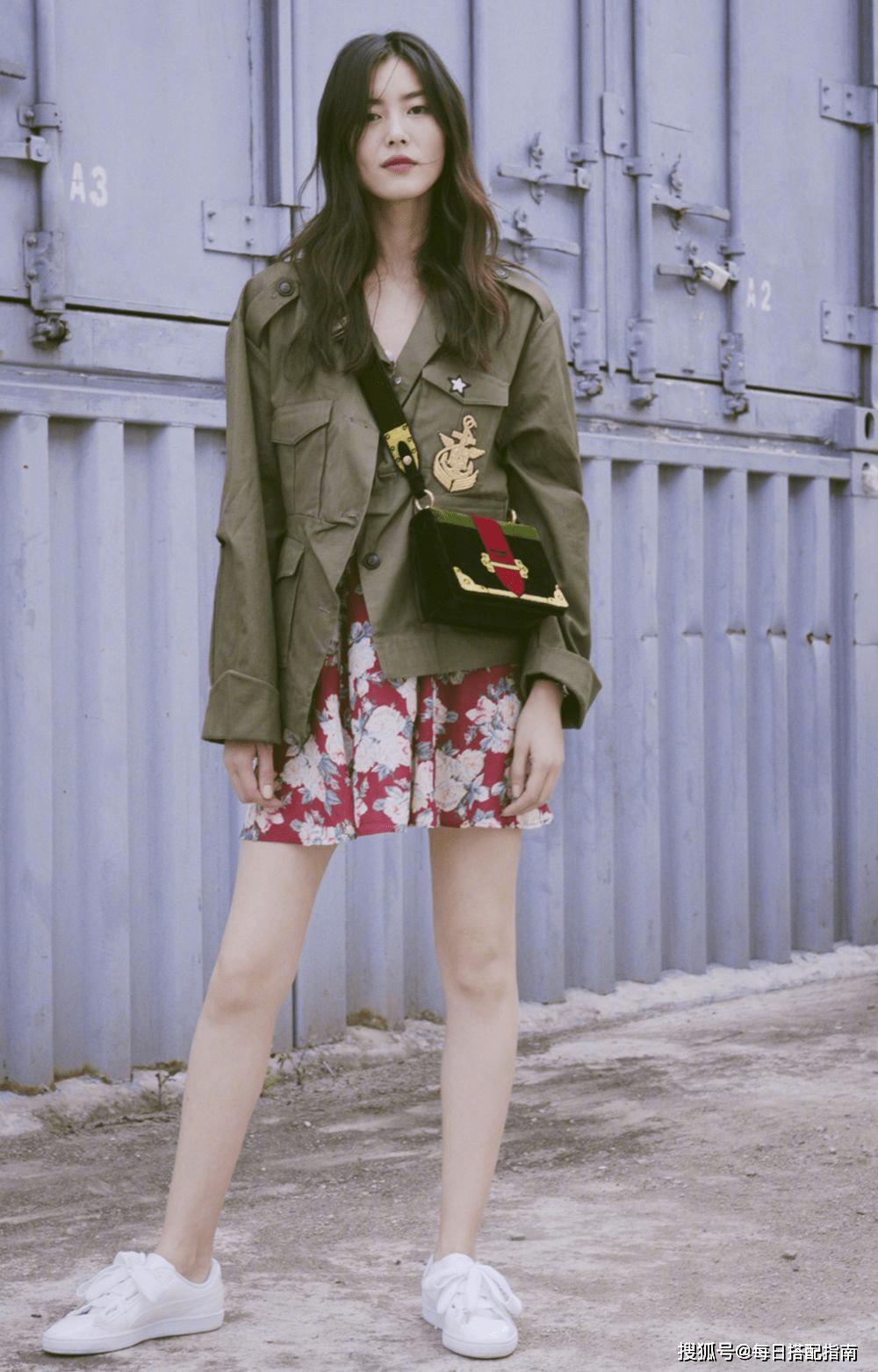 """今年春天风衣流行""""穿短不穿长"""",显高又时髦,小个子也爱了"""