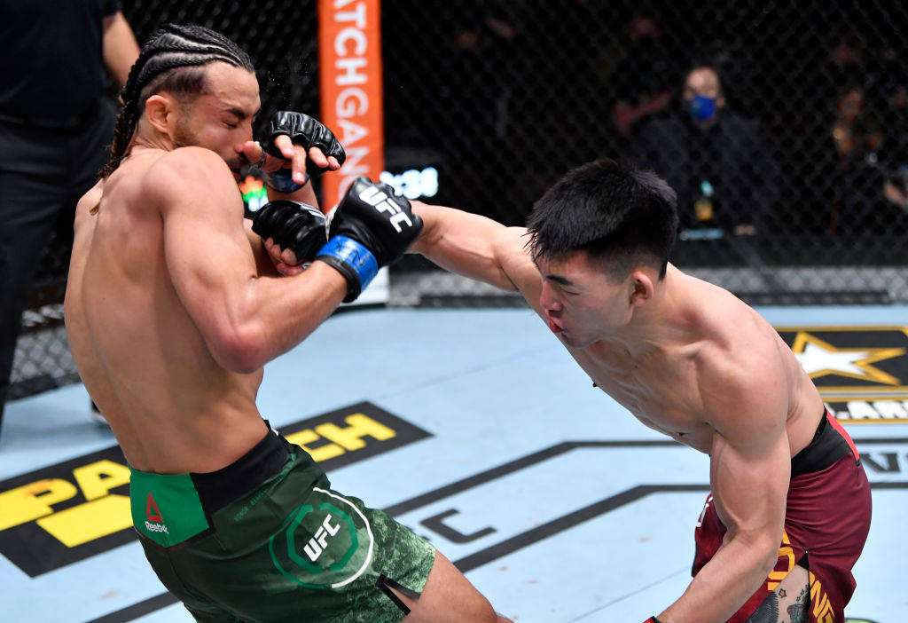 一致判定不敌菲利普斯 宋亚东吞下UFC生涯首败